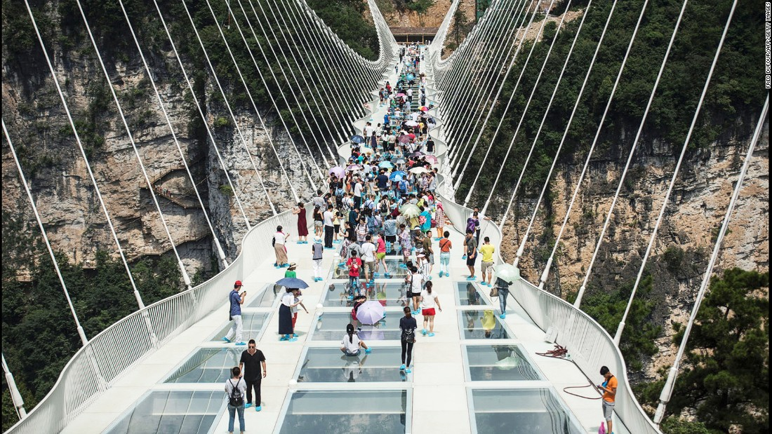 Longest glass bridge closes