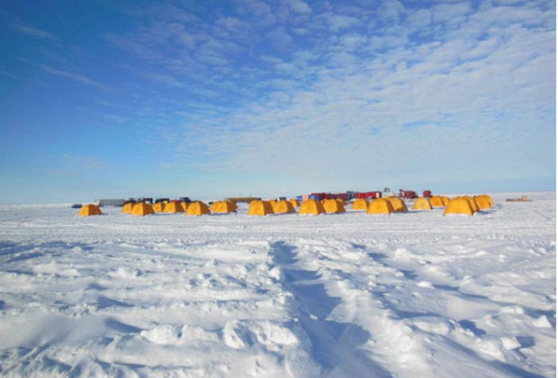 antarctica-south-pole-christmas