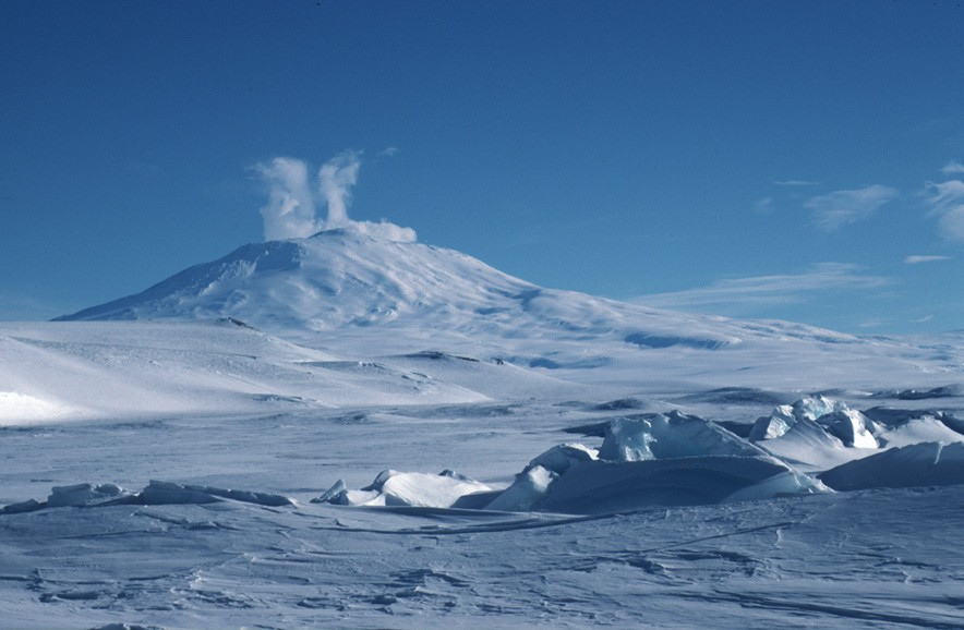 mount erebus exposed lava lakes volcanoes