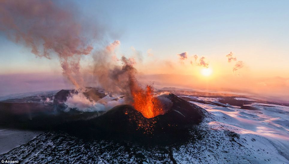 mount erebus exposed lava lake volcanoes